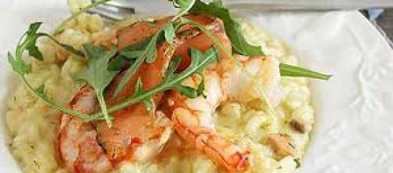 Ricette in barca: riso freddo con salmone, gamberi e rucola