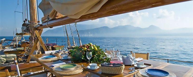 Pranzo a bordo: i consigli per la cucina in barca con le specialità del mare!